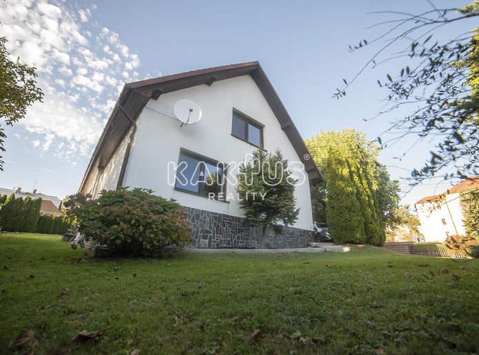 Prodej rodinného domu 8+1 ( 200m² ), [garáž, 2 koupelny], ulice Pod Školou, Dobroslavice,